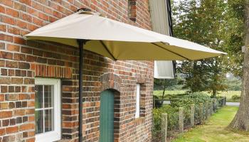 50% Korting Halfronde parasol voor €24,95 bij Actievandedag